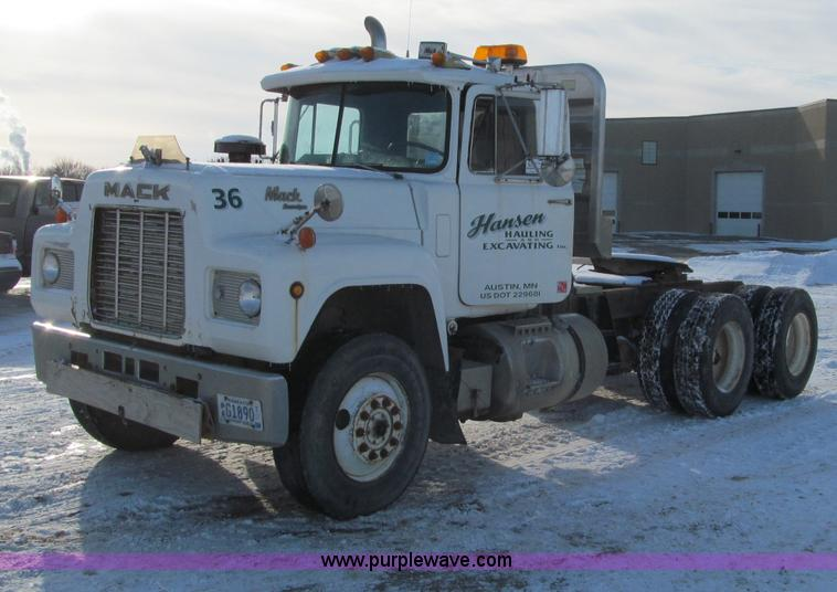 F5908.JPG - 1988 Mack R688ST semi truck , 192,139 miles on odometer , Mack 11 0L L6 diesel engine , Eight speed ...