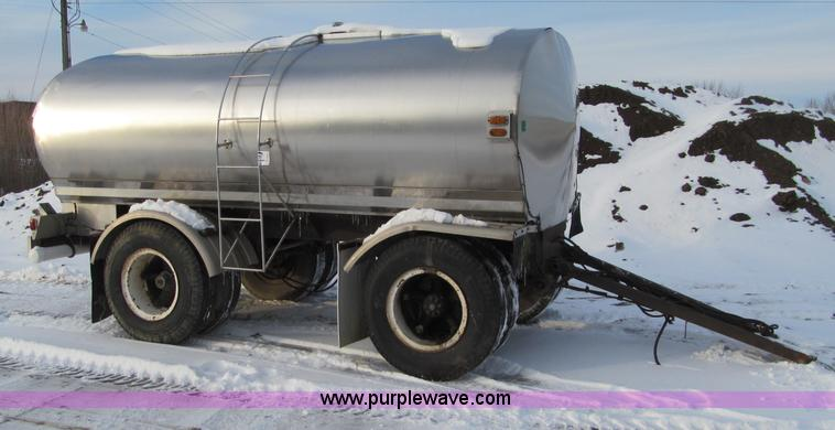 F5911.JPG - Portable water tank trailer , Tandem axle , Gravity feed , Air brakes , Pintle hitch , 10 20 tires 9...