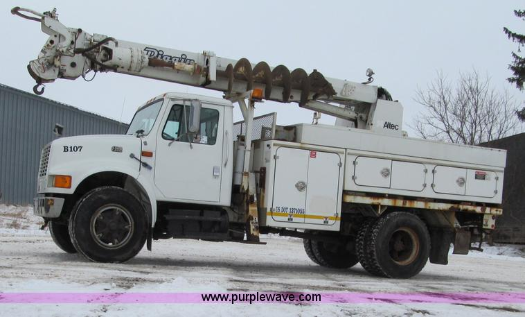 F5919.JPG - 1997 International 4700 Digger Derrick truck , 63,192 miles on odometer , International T444E 7 3L V...