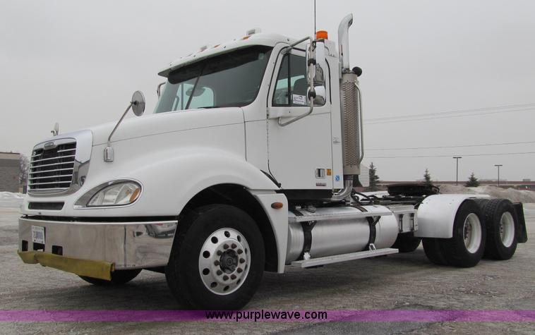 F5950.JPG - 2005 Freightliner Columbia semi truck , 349,273 miles on odometer , Caterpillar C13 12 5L L6 diesel ...