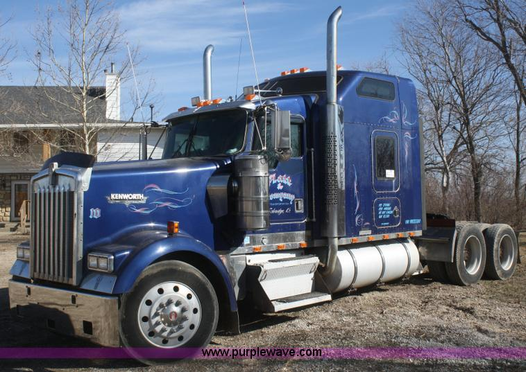 F2831.JPG - 2000 Kenworth W900B semi truck , 316,730 miles on odometer , Approx 620,000 total miles , Caterpilla...