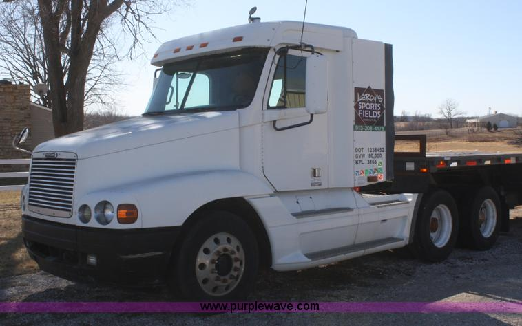 V9515.JPG - 1999 Freightliner Century Class semi truck , 32,474 miles on odometer , Approximately 544,000 actual...
