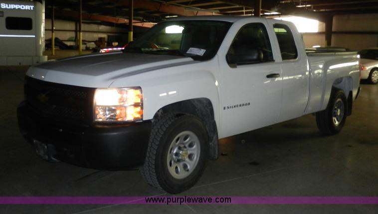 A3945.JPG - 2008 Chevrolet Silverado 1500 Extended Cab pickup truck , 108,963 miles on odometer , 5 3L V8 OHV 16...