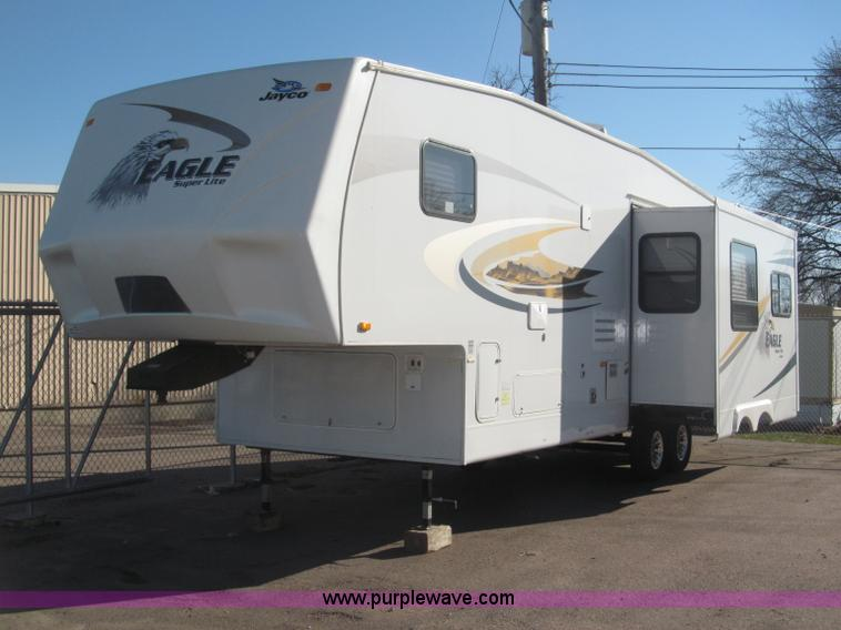 B5280.JPG - 2010 Jayco Eagle 30 5RLS Superlite camper , AC and heat , AM/FM/CD , Manual windows , Cloth interior...