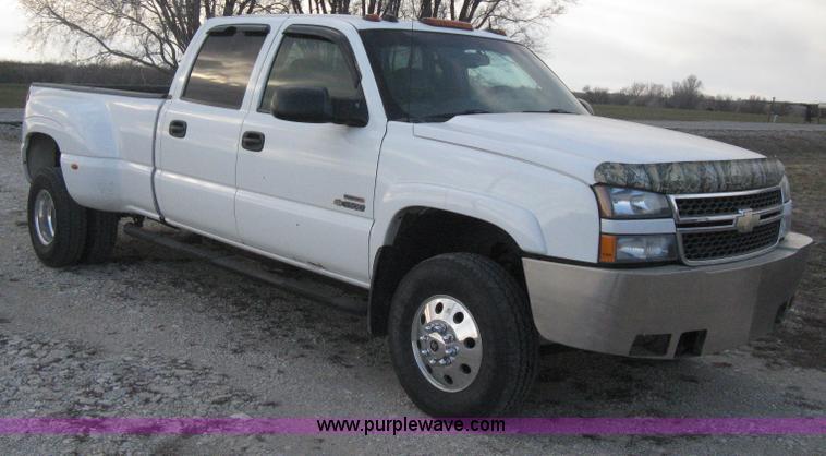 E3104.JPG - 2005 Chevrolet Silverado 3500 LT Crew Cab pickup truck , 213,444 miles on odometer , 6 6L V8 OHV 32 ...
