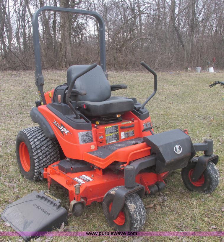 E7104.JPG - Kubota ZD331 PRO commercial lawn mower , 424 hours on meter , 60 quot cut , Kubota three cylinder di...