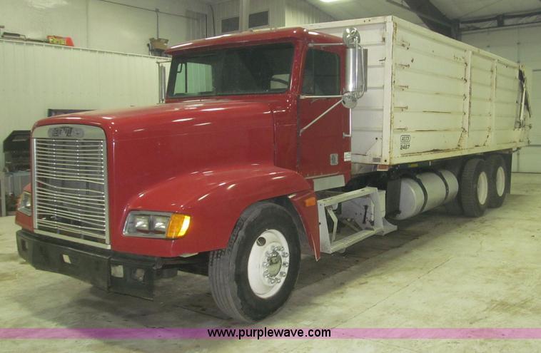 B5405.JPG - 1993 Freightliner FLD120 silage truck , 278,548 miles on odometer , Detroit 60 12 7L L6 diesel engin...