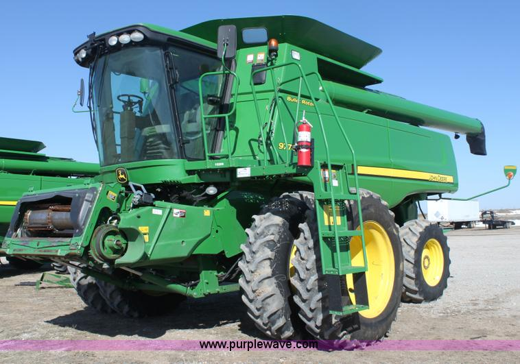 E8452.JPG - 2010 John Deere 9770 STS combine , 1,569 engine hours on meter , 1,169 separator hours on meter , Jo...