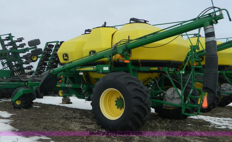 G7728.JPG - 2006 John Deere 1890 air seeder with 1910 cart , 40 , 7 5 quot extended wear boots , 340 bushel thre...