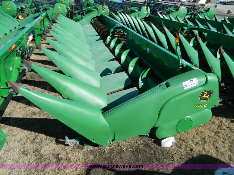 G7749.JPG - 2010 John Deere 612C corn header , 30 quot spacing , Knife rolls , Hydraulic deck plates , No choppe...