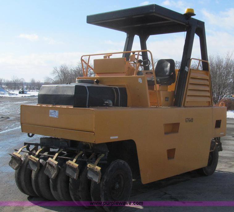 E3790.JPG - 1990 Bomag BW12R pneumatic roller , 2,476 hours on meter , Cummins 4 9L four cylinder diesel engine ...