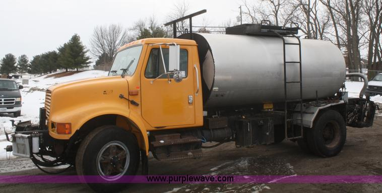 F2956.JPG - 1996 International 4900 oil distributor truck , 77,379 miles on odometer , 8,331 hours on meter , In...