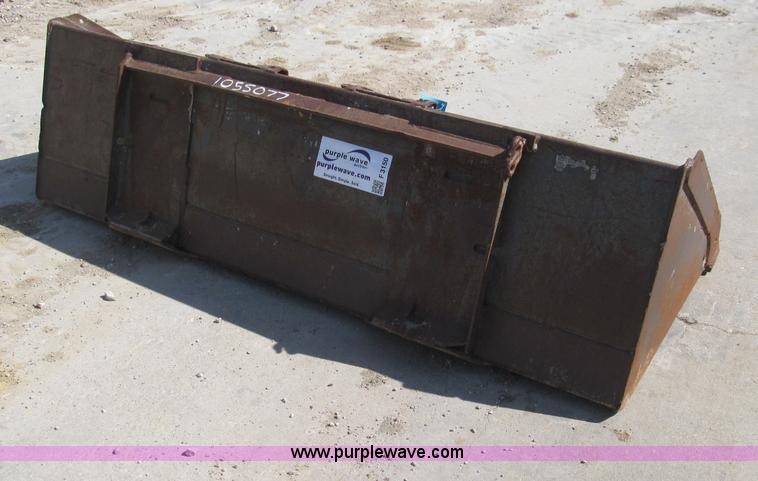 F3150.JPG - 74 quot skid steer bucket , 8 bolt on teeth ...