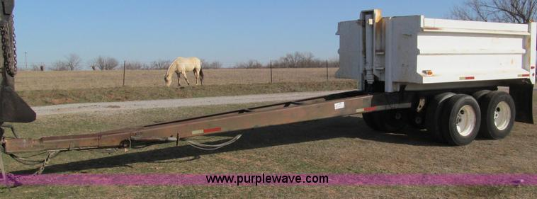 F3157.JPG - 1982 Williamsen pup trailer , 12 bed , 20 tongue , Air operated end gate , Hydraulic lift , LED ligh...