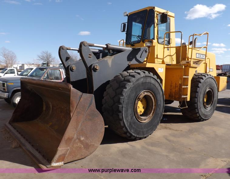 F6426.JPG - 1990 Michigan L140 wheel loader , 9,357 hours on meter , Cummins L10 diesel engine , Four speed shut...