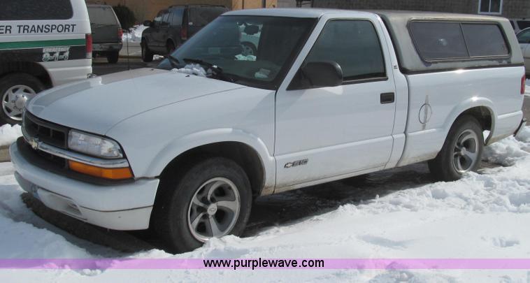 E3800.JPG - 2001 Chevrolet S10 LS pickup truck , 84,394 miles on odometer , 2 2L L4 OHV 8V FFV gas engine , Auto...