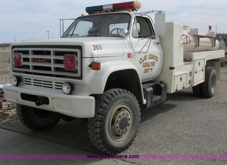 F8603.JPG - 1981 GMC 7000 water truck , 10,552 miles on odometer , V8 gas engine , Five speed manual transmissio...
