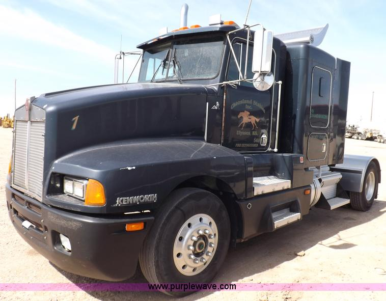 F6450.JPG - 1989 Kenworth T600A semi truck , 146,298 miles on odometer , Actual mileage unknown, odometer has be...