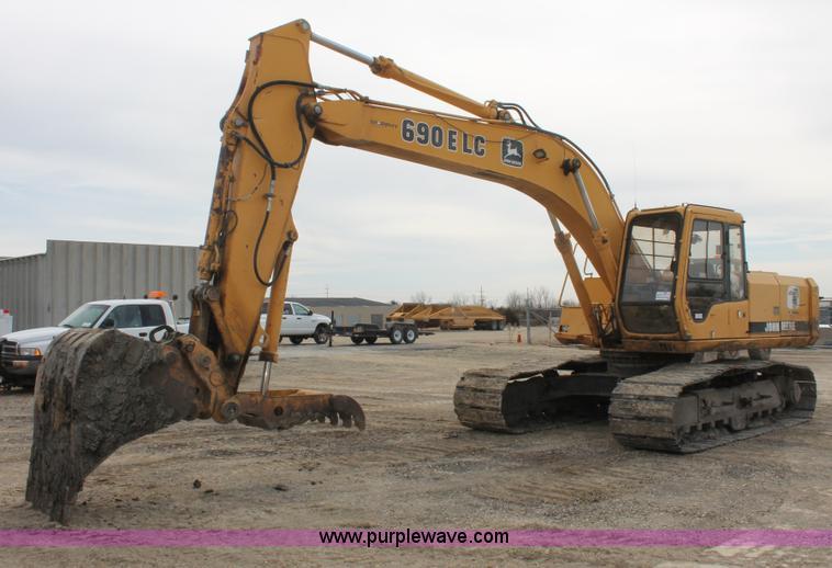 E2922.JPG - 1996 John Deere 690E LC excavator , 6,807 hours on meter , John Deere 6 8L six cylinder diesel engin...