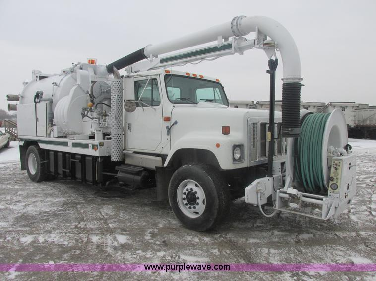 E7118.JPG - 1999 International 2554 vacuum truck , 16,194 miles on odometer , 3,874 hours on meter , 3,054 hours...