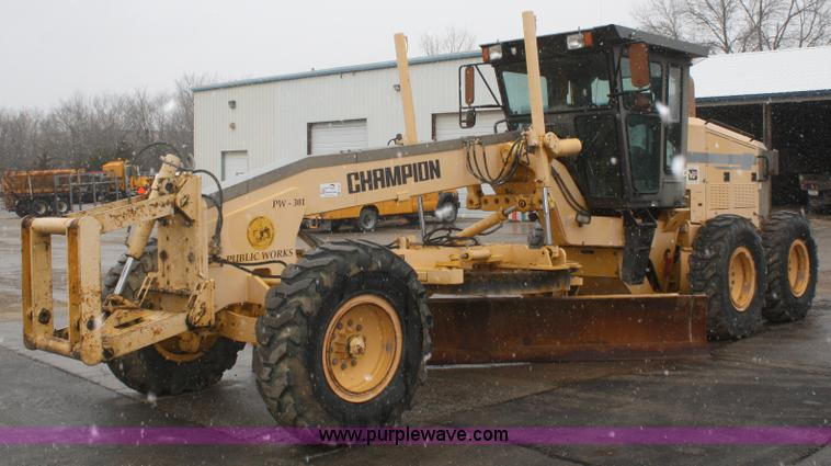 F2541.JPG - Champion 720A VHP articulated motor grader , 7,450 hours on meter , Cummins 8 3L six cylinder diesel...