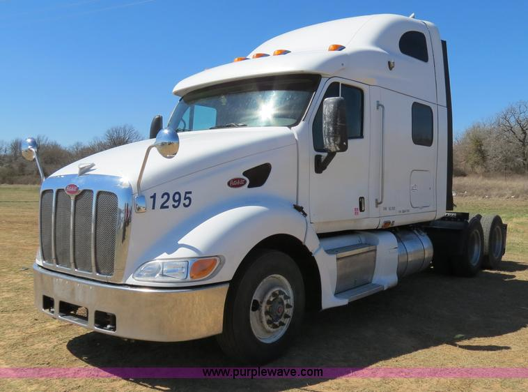 B4663.JPG - 2001 Peterbilt 387 semi truck , 472,507 miles on odometer , Caterpillar C15 14 6L L6 diesel engine ,...