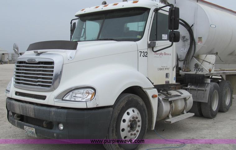 E3833.JPG - 2005 Freightliner CL120 semi truck , 470,854 miles on odometer , Detroit Diesel Series 60 14 0L L6 d...