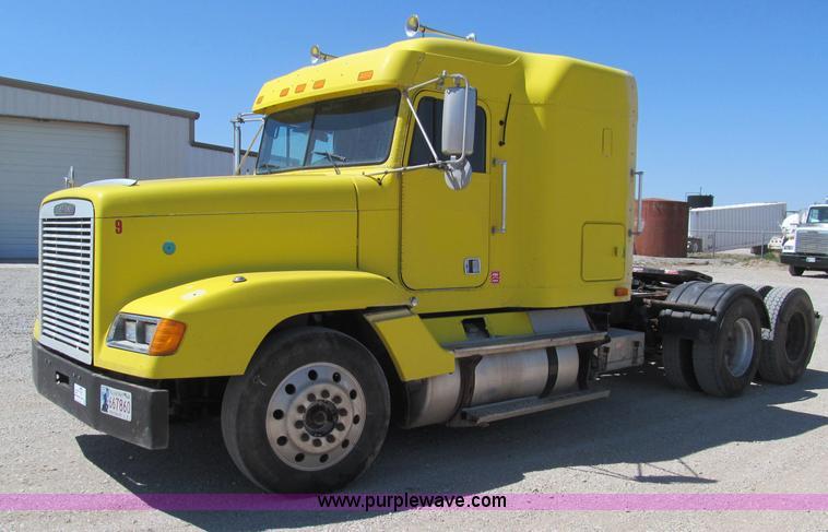 F3025.JPG - 1996 Freightliner FLD120 semi truck , 588,954 miles on odometer , Detroit Diesel 60 12 7L L6 diesel ...