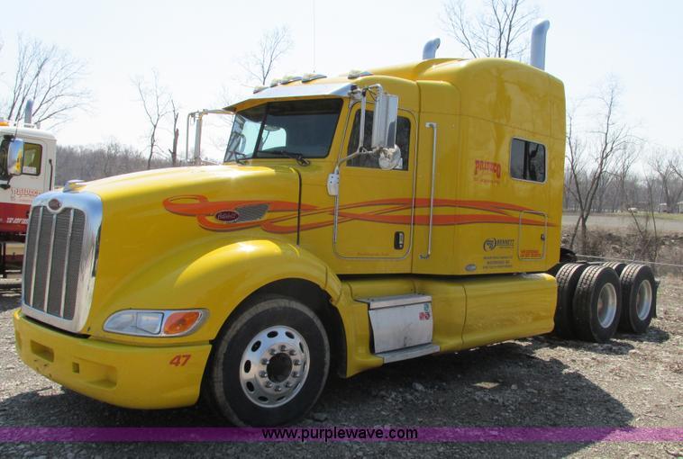 F4491.JPG - 2008 Peterbilt 386 semi truck , 142,651 miles on odometer , 612,717 miles on odometer on 9/12/11 , V...