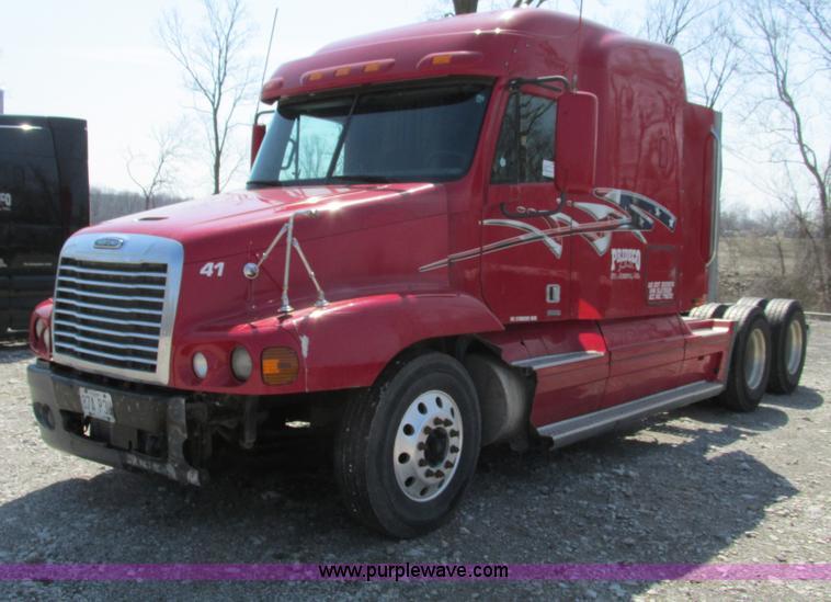 F4495.JPG - 2005 Freightliner Century Class S/T semi truck , 493,147 miles on odometer , Detroit Diesel Series 6...