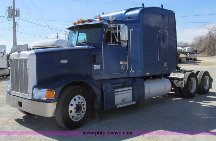 F4770.JPG - 1999 Peterbilt 377 semi truck , 390,455 miles on odometer , 1,650,000 total miles , Detroit 60 12 7L...