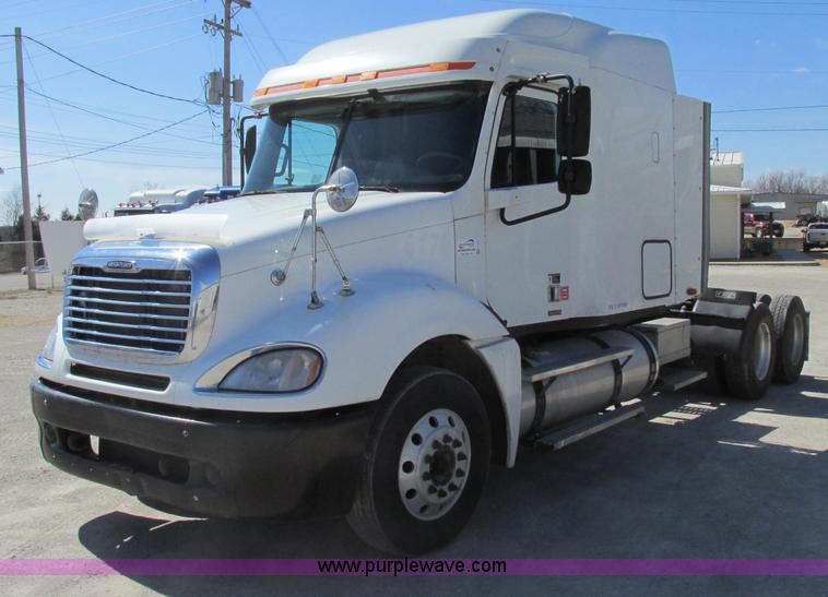 F4771.JPG - 2005 Freightliner Columbia semi truck , 550,590 miles on odometer , Detroit 60 14 0L L6 diesel engin...