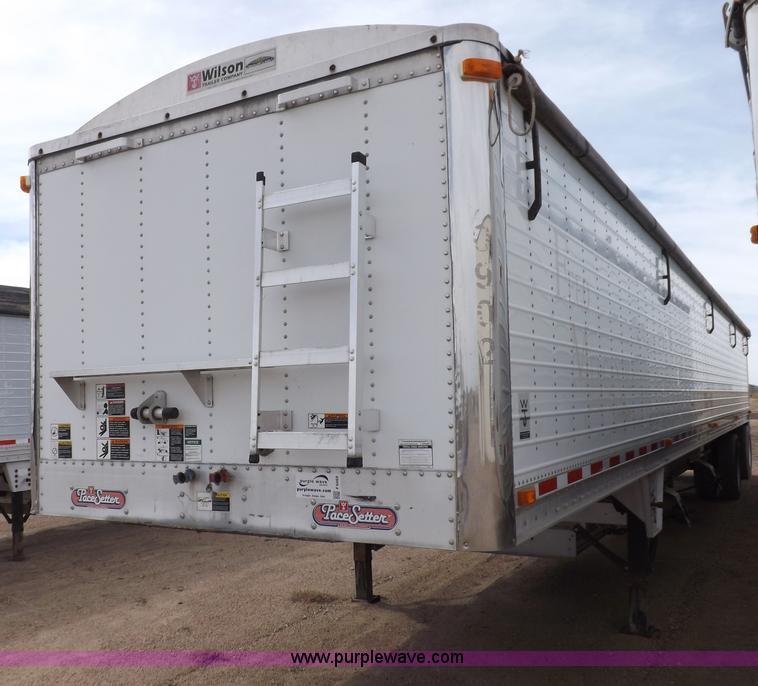 F6469.JPG - 2009 Wilson Pace Setter grain trailer , Model DWH500 , 50L x 8W x 10 5H , 288,734 miles on hubometer...
