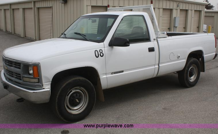 B1898.JPG - 1998 Chevrolet 2500 pickup truck , 127,096 miles on odometer , 5 7L V8 OHV 16V gas engine , Automati...