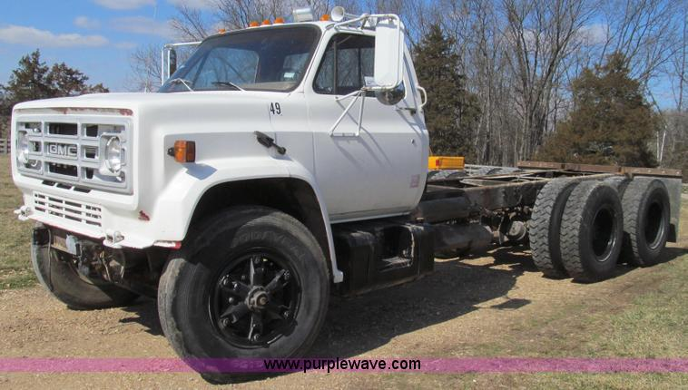 E3819.JPG - 1989 GMC Sierra tandem axle cab and chassis , 39,074 miles on odometer , 8 2L V8 turbo diesel engine...