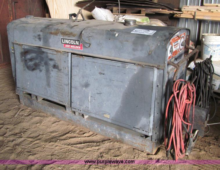 G2554.JPG - Lincoln SAE 400 arc welder , 973 hours on meter , Perkins three cylinder diesel engine , 230V AC , 1...