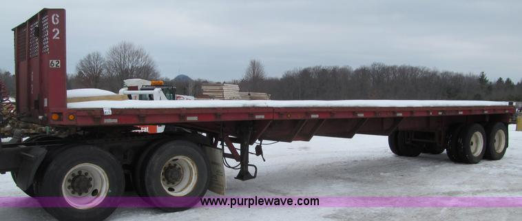G2581.JPG - 1966 Freuhaf flatbed trailer , 40L wood deck , Extendable to 65L , Headache rack , Stake pockets , A...