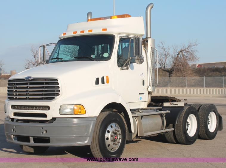 E2917.JPG - 2006 Sterling LT9500 semi truck , 155,456 miles on odometer , Caterpillar C13 12 5L L6 diesel engine...