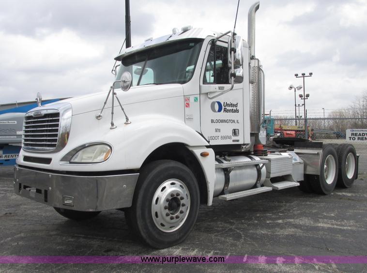 E7187.JPG - 2006 Freightliner Columbia semi truck , 255,694 miles on odometer , Caterpillar C13 Acert 12 5L L6 d...