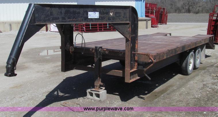E3845.JPG - 1976 Hillsboro gooseneck trailer , 16L main deck , 94 quot W , 52 quot deck ramp , 45 quot adjustabl...