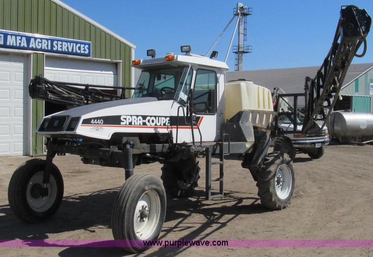 E3846.JPG - 2000 SpraCoupe 4440 80 2WD sprayer , 1,943 hours on meter , Perkins A4079 four cylinder diesel engin...