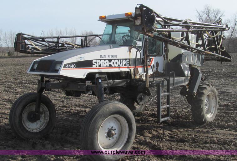 E3851.JPG - 1999 SpraCoupe 4440 self propelled sprayer , 2,747 hours on meter , Perkins A4 four cylinder engine ...