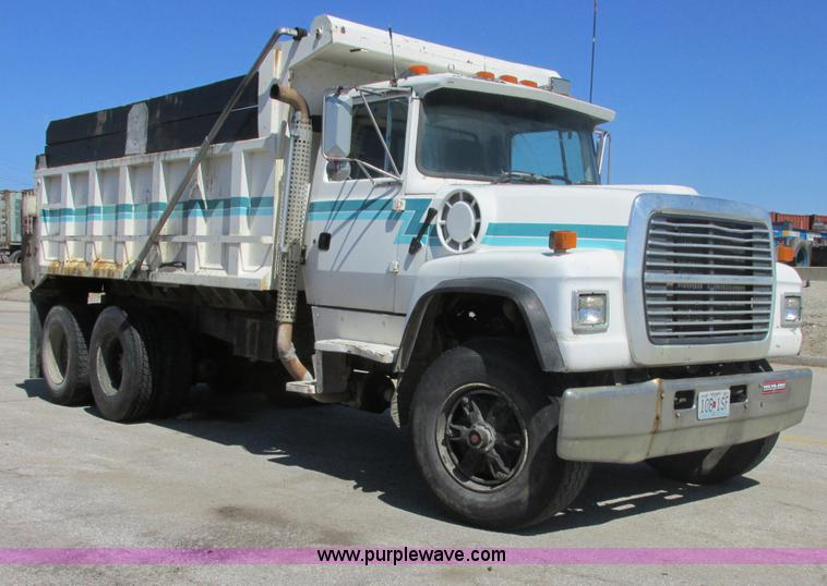 AB9438.JPG - 1993 Ford LT8000 dump truck , 449,649 miles on odometer , 7,639 hours on meter , Cummins 8 3L L6 die...