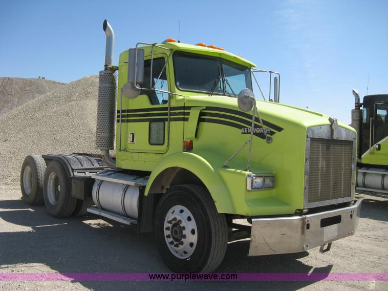 E3300.JPG - 1997 Kenworth T800 semi truck , 511,624 miles on odometer , Caterpillar 3406B 14 6L L6 diesel engine...