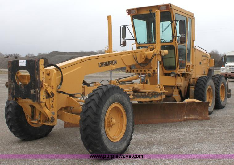 E4315.JPG - Champion 720A Series IV articulated motor grader , 8,170 hours on meter , Cummins 8 3L six cylinder ...