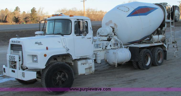 E5021.JPG - 1992 Mack Maxidyme chassis with Rex 730 cement mixer , 46,098 actual miles , Mack EM7 275 12 0L L6 d...