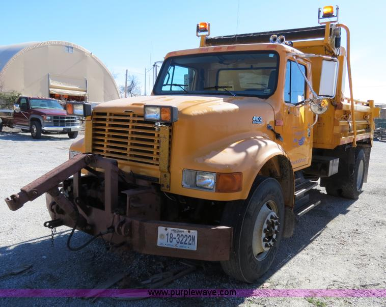 B4641.JPG - 2000 International 4900 dump truck , 124,829 miles on odometer , 7,512 hours on meter , Internationa...