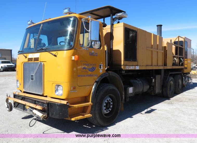 B4643.JPG - 1997 Volvo WX64 Ezliner paint striper truck , 12,516 miles on odometer , 684 hours on meter , Volvo ...