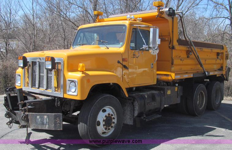 E3856.JPG - 2002 International 2554 dump truck , 197,433 miles on odometer , 8,624 hours on meter , Internationa...