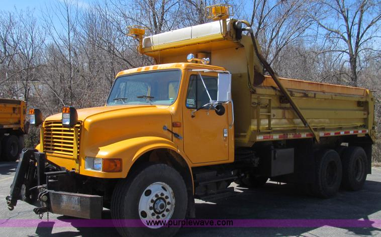 E3857.JPG - 1999 International 4900 dump truck , 133,167 miles on odometer , 7,852 hours on meter , Internationa...